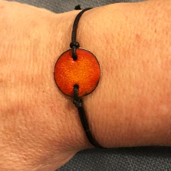 armband-rood-oranje-medallion
