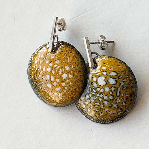 kerrie-geel-emaille-zilver-oorbel-1