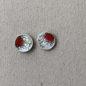 Emaille-oorstekers-rood-wit-zilver
